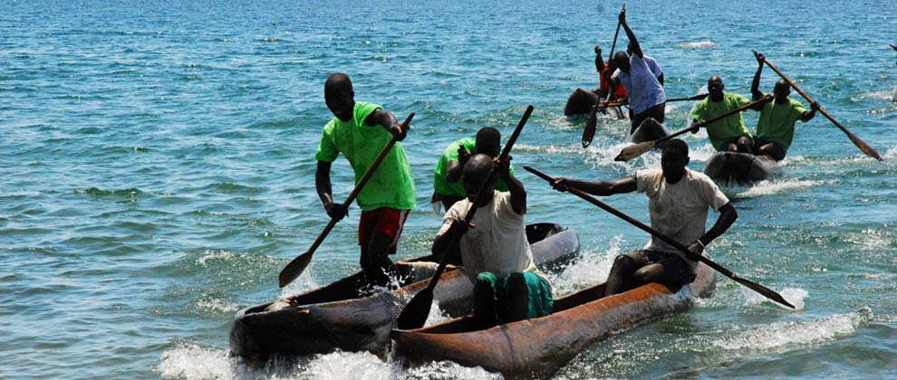Local canoe race on Lake Niassa